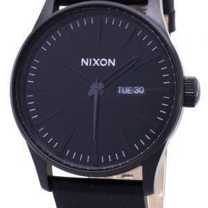 Nixon kvartsi Sentry musta nahka A105-001-00 Miesten kello